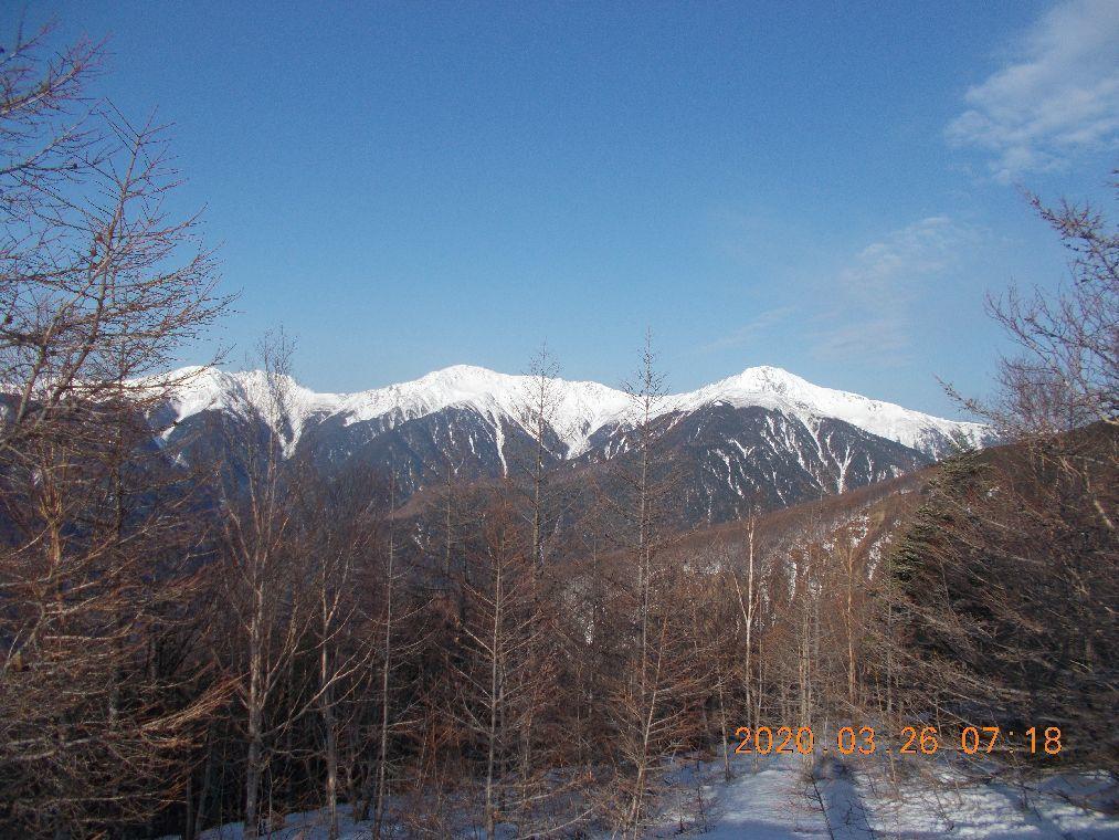 谷の向かいに白根三山